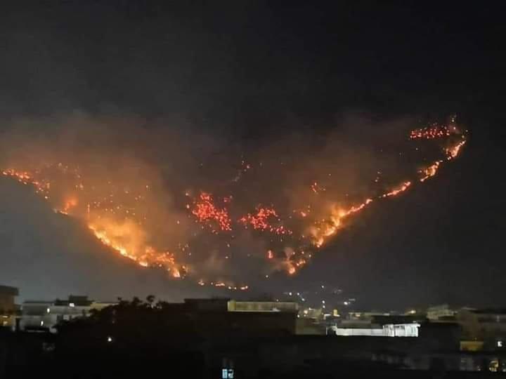 Sarno in fiamme